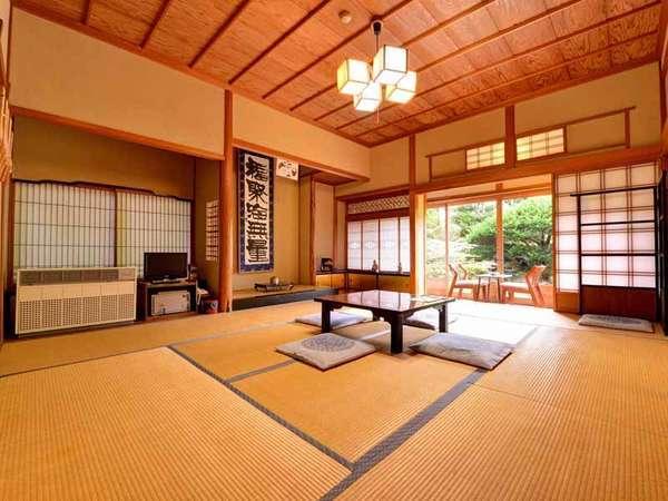 *和室10畳(客室一例)/畳の香がほのかに薫るお部屋でのんびりとお寛ぎ下さい。