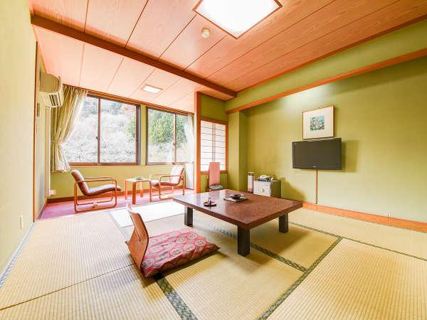 *【和室一例】落ち着きのある畳のお部屋で、ゆっくりとおくつろぎください。