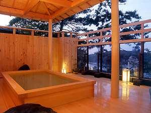 露天風呂月光の湯:美しい鳥羽湾を御覧になりながら、お疲れをお癒しください。