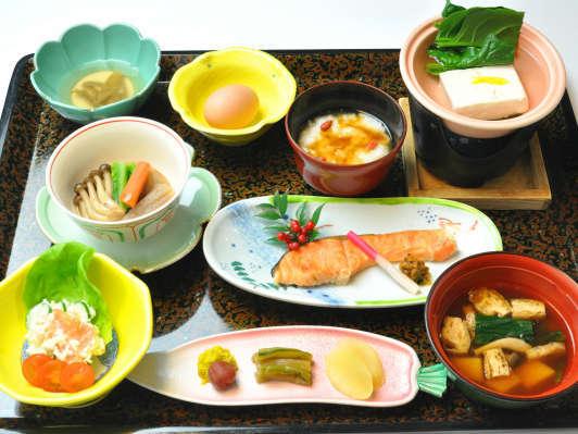 体に優しい田舎風菜根料理で朝食を☆1泊朝食プラン