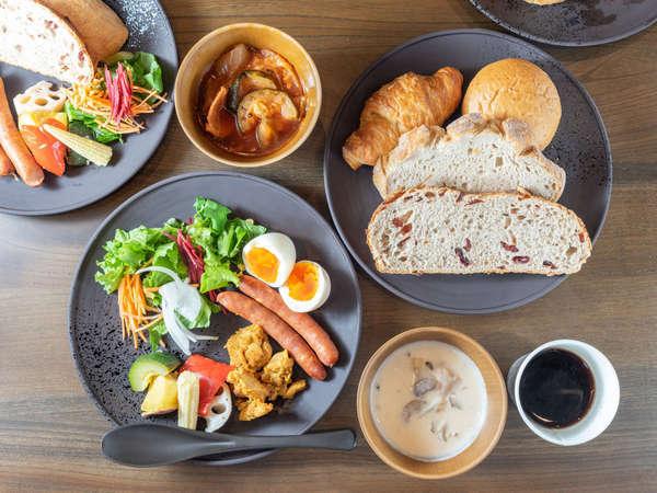 和洋折衷でご用意!今日の気分はどちらでしょうか?朝食開始時間は周辺で一番早い6:00~スタート!!