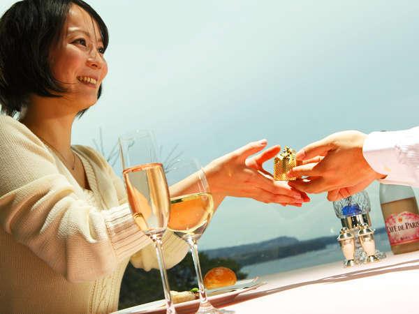 【記念日♪金婚式&結婚記念日】料理長特選メニュー×金箔シャンパンカクテル×記念写真でハレの日をお祝い
