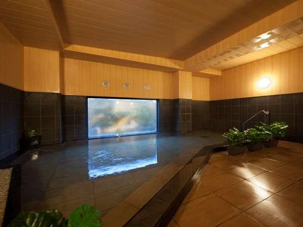 ラジウムにより軟水化された、水当たりが軟らかく肌に潤いを与える人工温泉です。