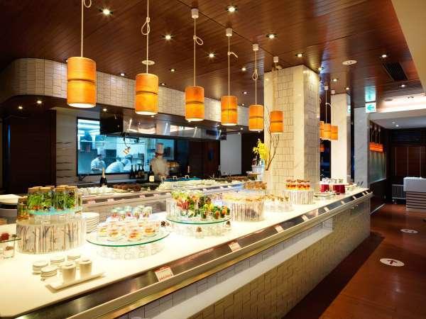 ◆夕食ビュッフェ一例/オープンキッチンから出来立て料理を提供!