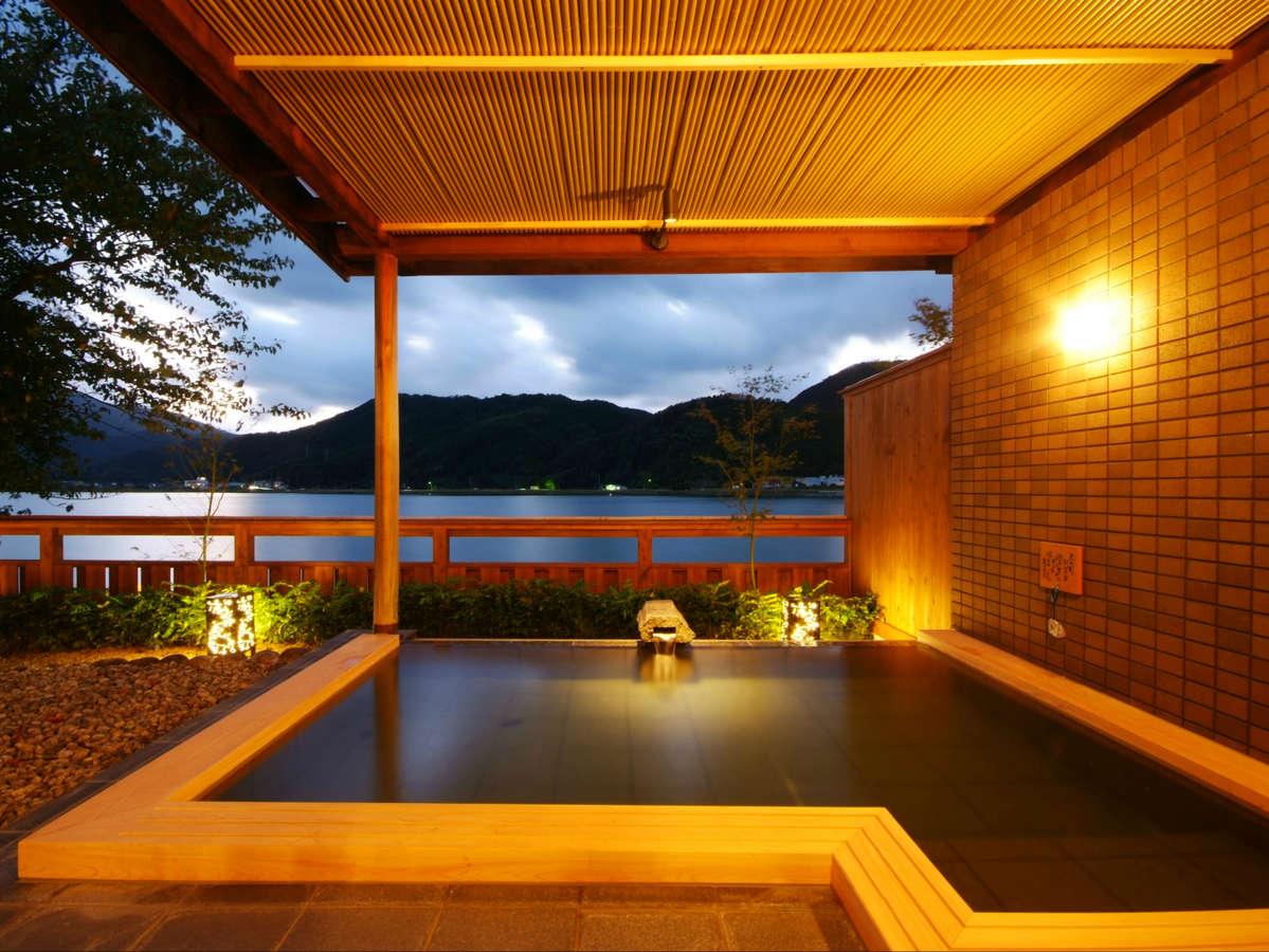 川辺の風景を楽しめる大浴場