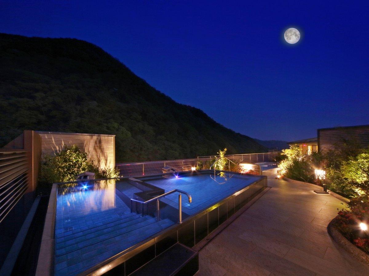 幻想的な雰囲気の空中展望露天風呂