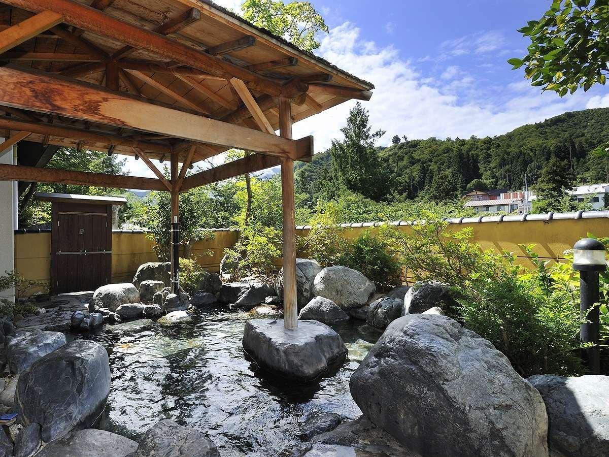 大自然の恵みに囲まれた露天風呂
