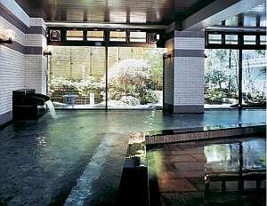 日本情緒を満喫しながら温泉を堪能できる大浴場