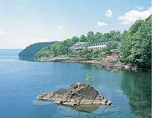 湖畔に佇む老舗旅館