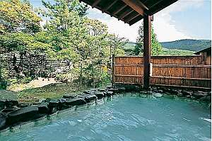 毎分200リットル自然湧出の強酸性硫黄泉自噴自家源泉100%掛け流しの湯