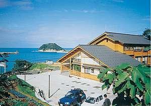 日本海を見渡たす高台に佇む料理自慢・三七十鮨直営・元祖カニシャブの宿