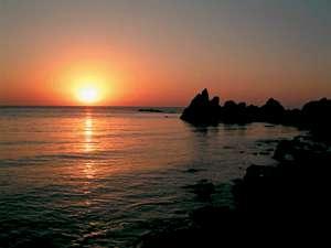 宿正面に広がる絶景夕陽