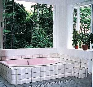 24時間入浴可展望森林浴風呂