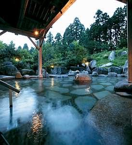 新潟の紅葉スポット近くの温泉宿・紅葉露天のある宿県 風雅の宿 長生館