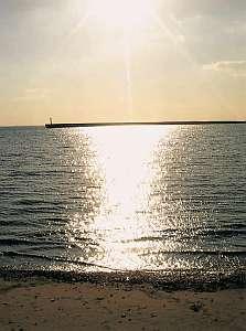 徒歩1分の浜辺からの夕日