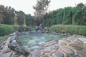 100㎡ある広々とした開放感のある露天風呂