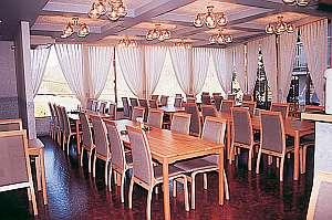 優雅に料理が楽しめるレストラン