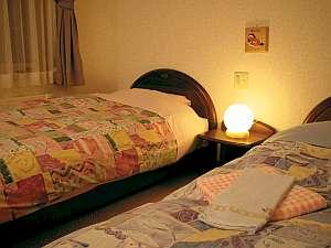 客室は落ち着ける雰囲気で居心地よい