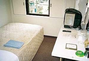 シングルルームはセミダブルベッド使用