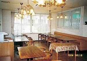 朝食・夕食は1Fのレストラン「菜の花」でどうぞ