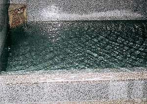 名湯温川のお湯。かけ流しの天然温泉。