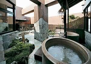 ◆男湯【露天風呂】露天風呂を彩る植栽が四季を感じさせてくれます。