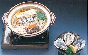 特に有名な厚岸のかき、コクの有る味を鍋や生で食べてみて