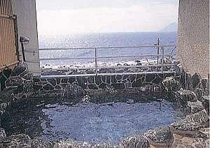 潮風感じて、目前は海、露天風呂から伊豆七島が一望