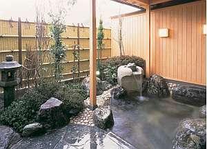 内湯から続く露天風呂