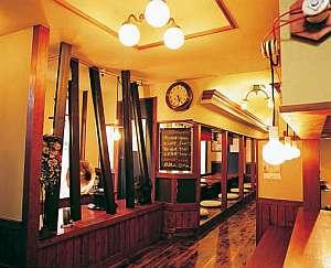 館内にあるレトロな雰囲気の居酒屋