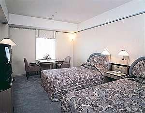 ニューオータニ神戸ハーバーランド:ツインは26.2平米。全室シャワートイレ付きで快適