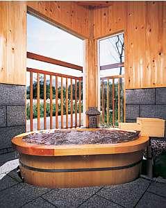 木曽桧の香り高い貸切露天風呂