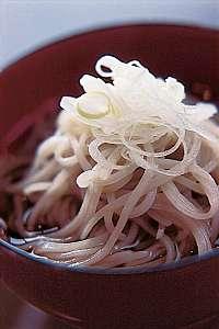 透き通るような麺はなめらかな中に独特のコシが、好評。もちろん地粉100%の打ちたて十割り蕎麦。