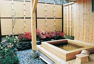 入浴剤のCMにも使われた富士の天然温泉を湛えた檜の貸切露天風呂