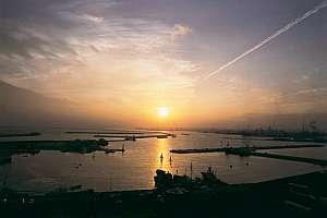 小名浜港の夕景は旅情緒を満喫させてくれる