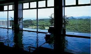【展望大浴場・本館】最上階8階 遠く朝日が望める