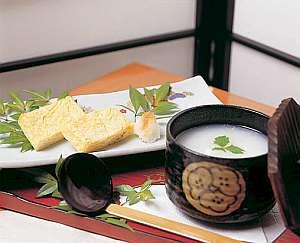 温泉粥と熱々の厚焼き玉子の朝食