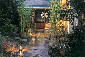大分の紅葉スポット近くの温泉宿・紅葉露天のある宿県 ゆふいん湯の宿 いよとみ荘