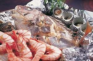 淡路名物!鯛を蒸し焼きにした宝楽焼