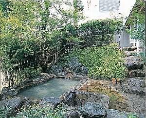 鹿児島の紅葉スポット近くの温泉宿・紅葉露天のある宿 貸切露天風呂のあるペンション遊鹿霧(ゆうかむ)