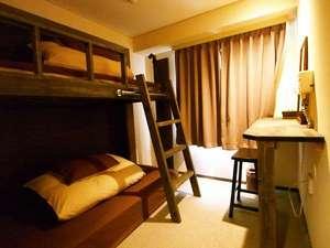 【ロフトベッド 2~3人部屋】】※無線LAN、有線LANいずれも完備。ヘアードライヤー、鏡有り
