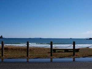 当館目の前に広がる弓ヶ浜海岸。晴れた日で、空気が澄んでると、伊豆七島が見えます♪
