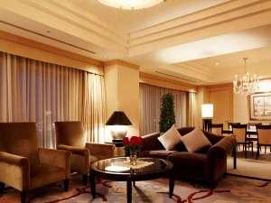 コーナーに位置し、瀬戸内海を一望出来る素晴らしい景色がお楽しみいただけるホテル自慢の最上級スイート
