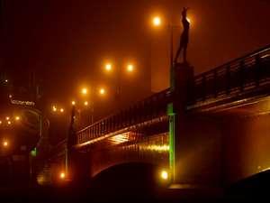 夕日で有名な「幣舞橋」まで、パコより徒歩2分♪霧がかかれば写真のようにとっても幻想的です。