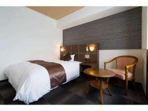 ビジネスAタイプ!ベッドはダブルタイプ!通常のビジネスホテルより広いし、ベッドも大きい!さらに安い!