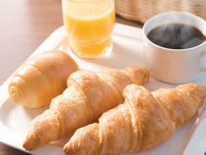 あつあつ焼きたてパンの朝食無料サービス!