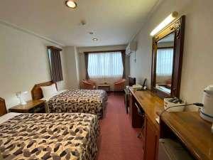 ツインルーム(24平米)ワイドシングルベッド(110幅)2台