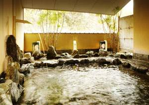 名湯、榊原温泉の露天風呂「おそめ」もえぎと隣接しています。