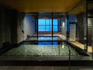 最上階36階に男性・女性それぞれ内湯・外湯を完備した大浴場をご用意しております。