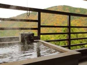 水花の庄(新館)禁煙【露天風呂付き客室】和洋室35㎡ 季節によって彩が変わる山々を眺めながら。